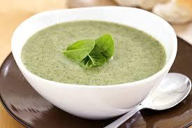 zdjęcie zupy brokułowej do artykuł o jej kaloryczności