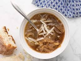 zdjęcie zupy cebulowej do artykułu o jej kaloryczności