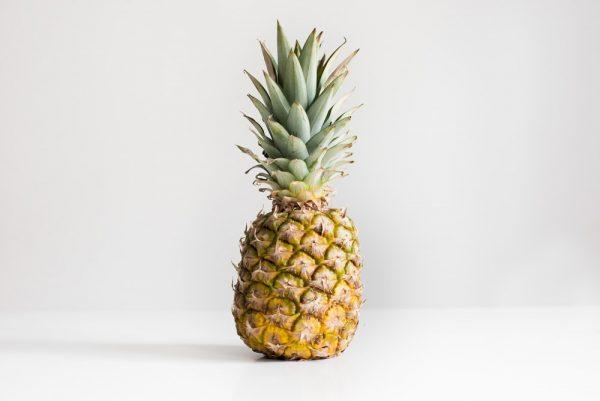 Ile kalorii, składników mineralnych i witamin ma ananas?